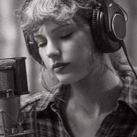 "Taylor Swift Releases Full Performance of ""exile"" From ""folklore: the long pond studio sessions"""