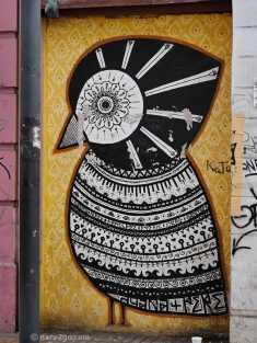 Valparaiso StreetArt: intricate b&w bird on wallpaper like background
