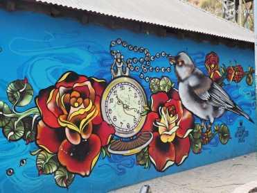Valparaiso Street Art: Colourful wall near Portales overpass