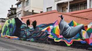 StreetArt: long wall in Valparaíso