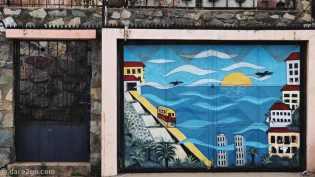 StreetArt: Valparaiso scene on garage door