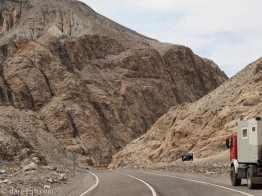 Approaching Agua Negra pass: black lines in granite
