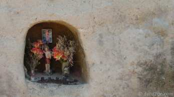 This beautiful simple shrine, carved into the face of an earth bank, caught our eyes on the way to El Radal in Chile
