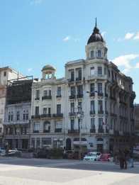 Montevideo: more Art-Deco buildings around Plaza Independencia.