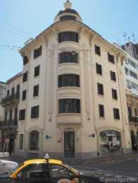 Montevideo: a corner block lends itself to a curved Art-Deco facade.
