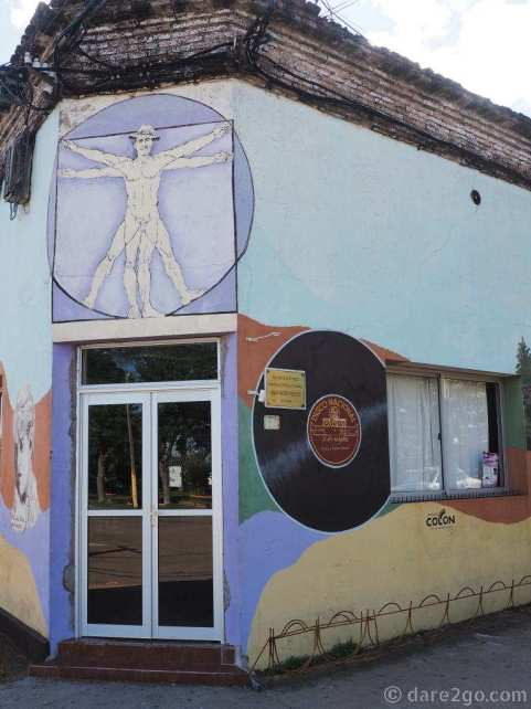 Murals in San Gregorio: the plaza corner of the pub building.
