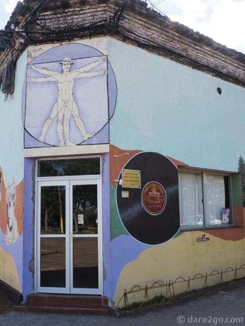 Murals in San Gregorio: the plaza corner of the pub building.
