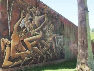 Somehow this mural in San Gregorio reminded me of old socialist art - with its dark colours and painful faces.