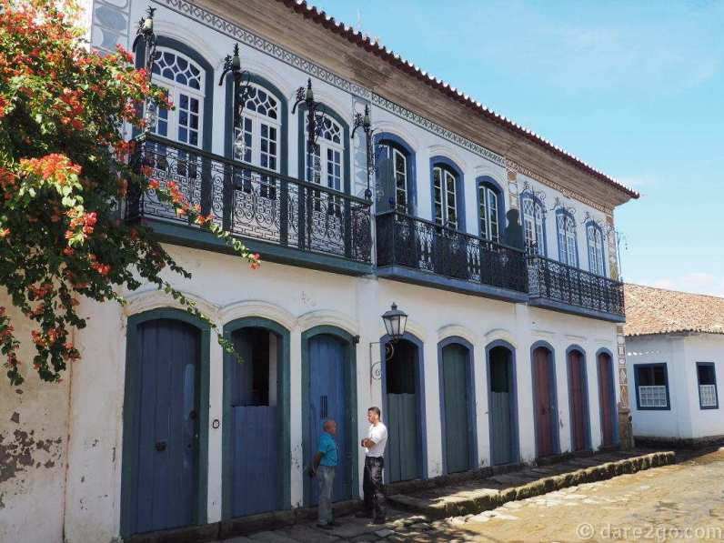 A row of beautiful colonial two-storey houses. There are only a few rows like this in Paraty.
