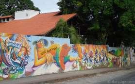 Florianópolis StreetArt: part of a long beach themed mural around a housing estate.