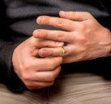 「時々つけている」派が3割!既婚男性が結婚指輪をつけない理由とは?