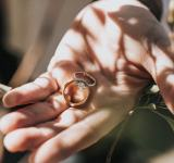 若者の結婚離れが深刻に? これからの結婚のあり方とは