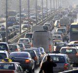 「渋滞の先頭」って何が起きてるの?理由の第1位は、意外なアレ