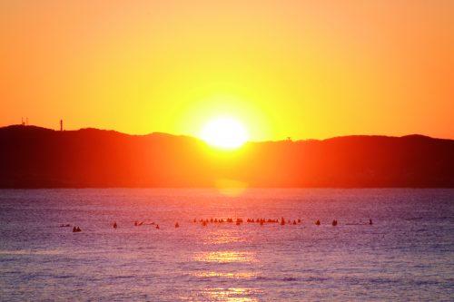 「初日の出を見たい都道府県」3位は沖縄県、2位、1位は…