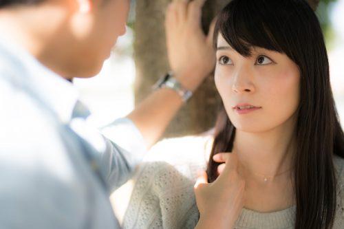 女子からは嫌われるけど、なぜか男性が寄ってくる「男好き女性」の特徴