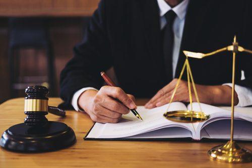 全部法律絡みっぽいけど…「弁護士」「司法書士」「行政書士」って、何が違うの?