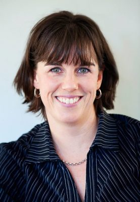 Photograph of Daria Williamson, coach, facilitator and trainer. She is a woman with short, dark hair. Expert in Strengths-Based Leadership & Executive Coaching, and Personal Mastermind facilitation