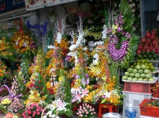 Flower shop in Benh Than market