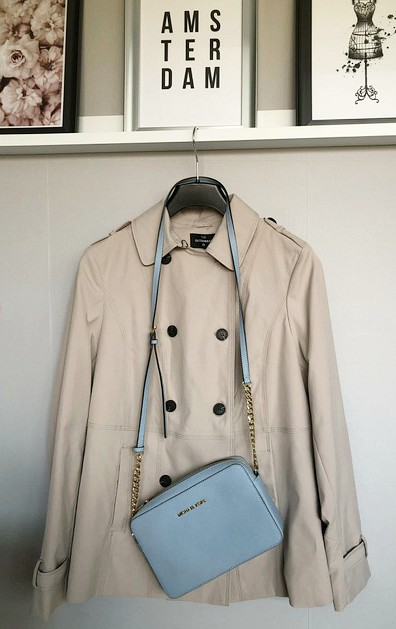 Trenchcoat - De 10 basis items die elke Parisienne in haar kast heeft hangen