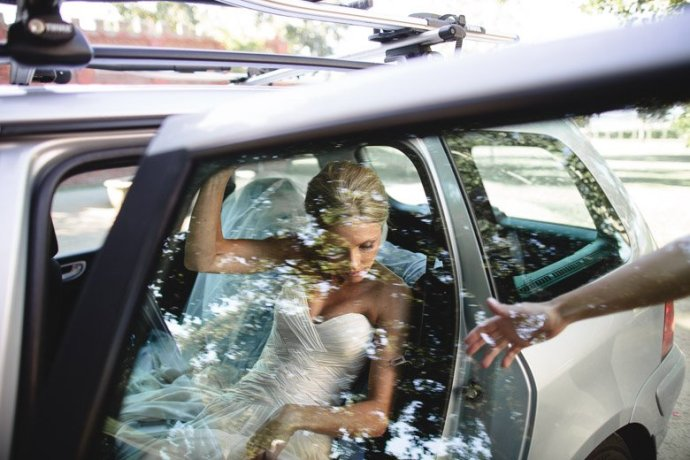 Kate arrives at Stones of the Yarra for her wedding