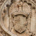 Escudo de los Reyes Católicos en el Monasterio de Santa Cruz la Real de Segovia