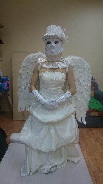 Живая статуя Венецианка с крыльями