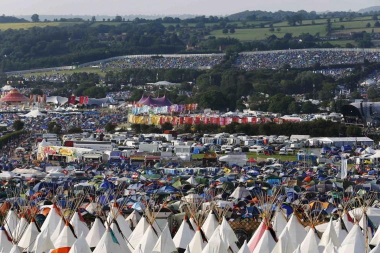 Общий вид лагеря в первый день музыкального фестиваля Гластонбери на достойном Ферма в Сомерсете, 26 июня 2013 года.  (Olivia Harris / Reuters)