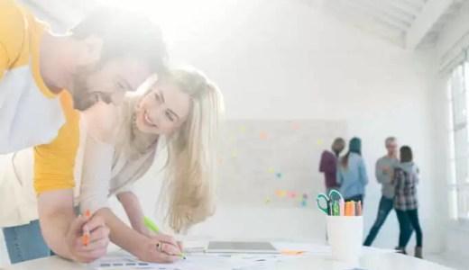 職場の女性に片思い。恋を成就させるための秘訣は?社内恋愛の注意点も紹介!