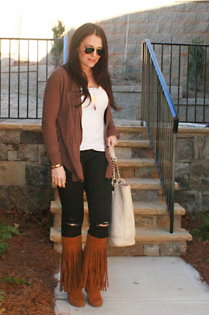 ripped jeans, fringe wedge boots, minnetonka, ray-ban sunglasses