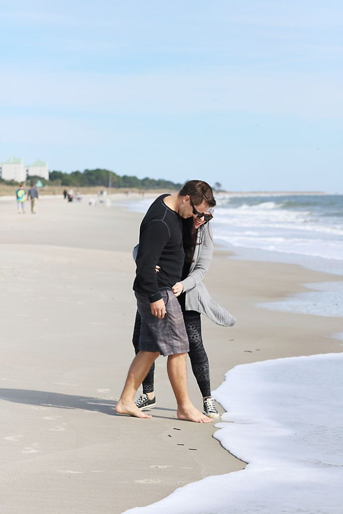 beach-outfit-couple-converse-shoes
