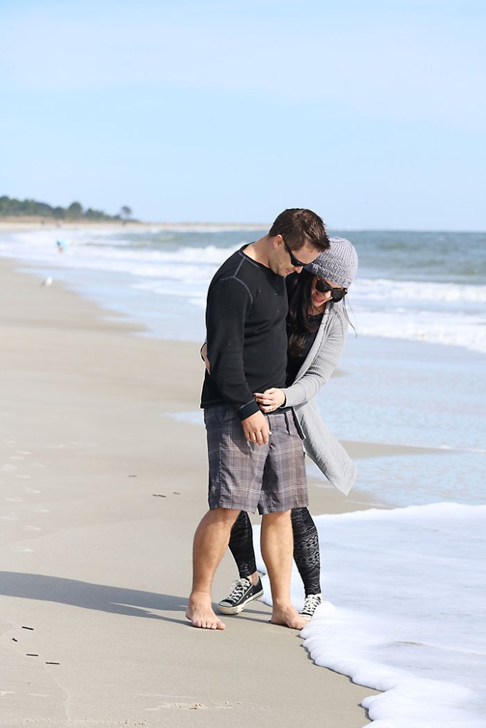 beach-outfit-fall-couple