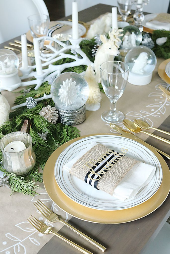 christmas-table-decorations-with-kraft-paper-runner