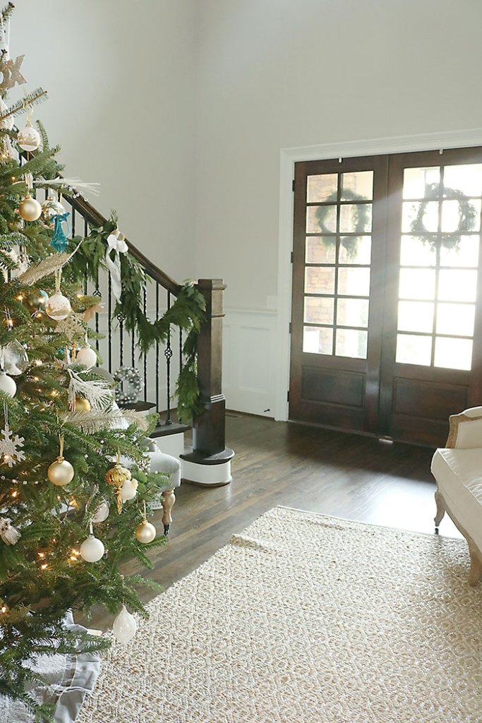 christmas-tree-two-wreaths