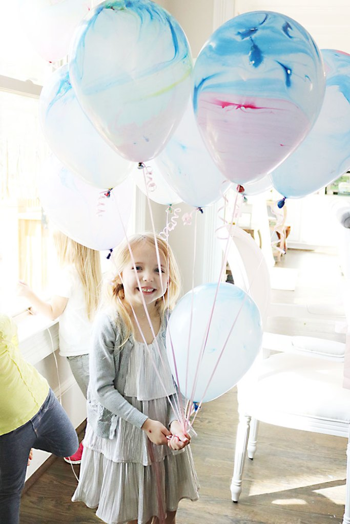 unicorn-birthday-party-chloe-with-balloons-and-paper