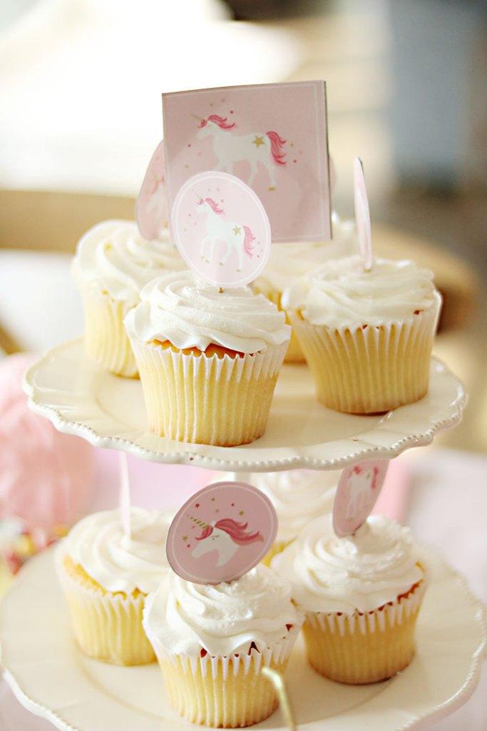 unicorn-birthday-party-cupcakes