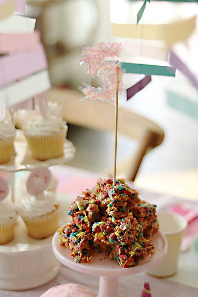 unicorn-birthday-party-rainbow-rice-krispy-treat
