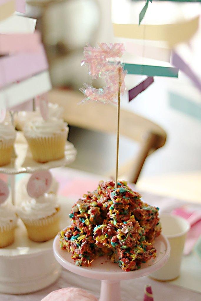 unicorn-birthday-party-rainbow-rice-krispy-treat