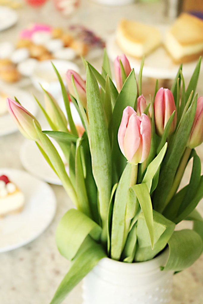 valentine-party-pink-tulips