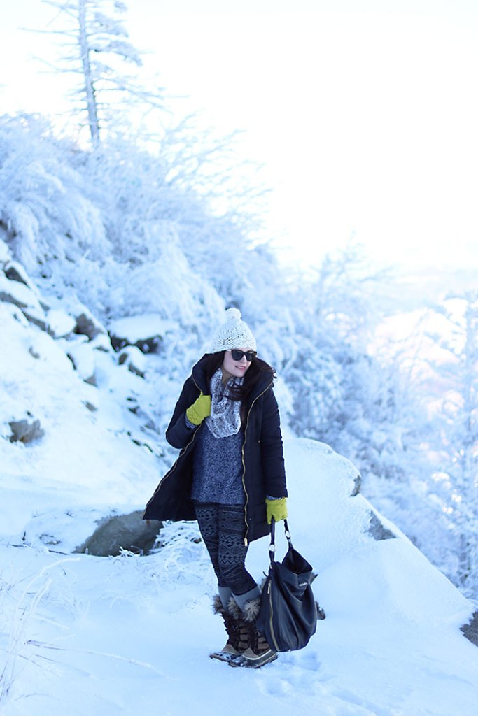 warm-winter-outfit-snowy-mountain