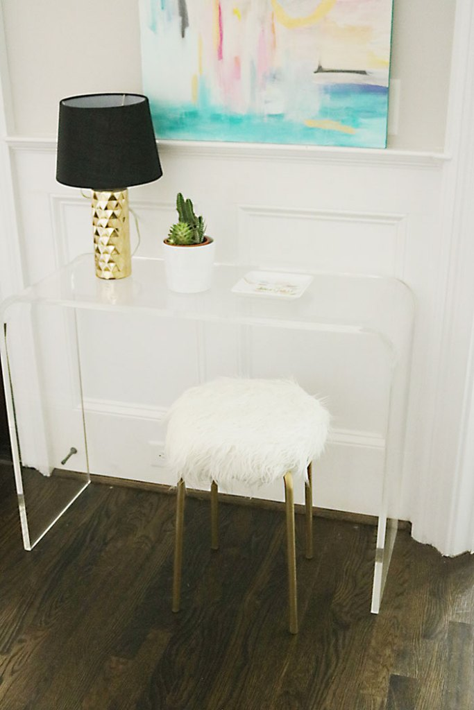 white-fur-stool-diy