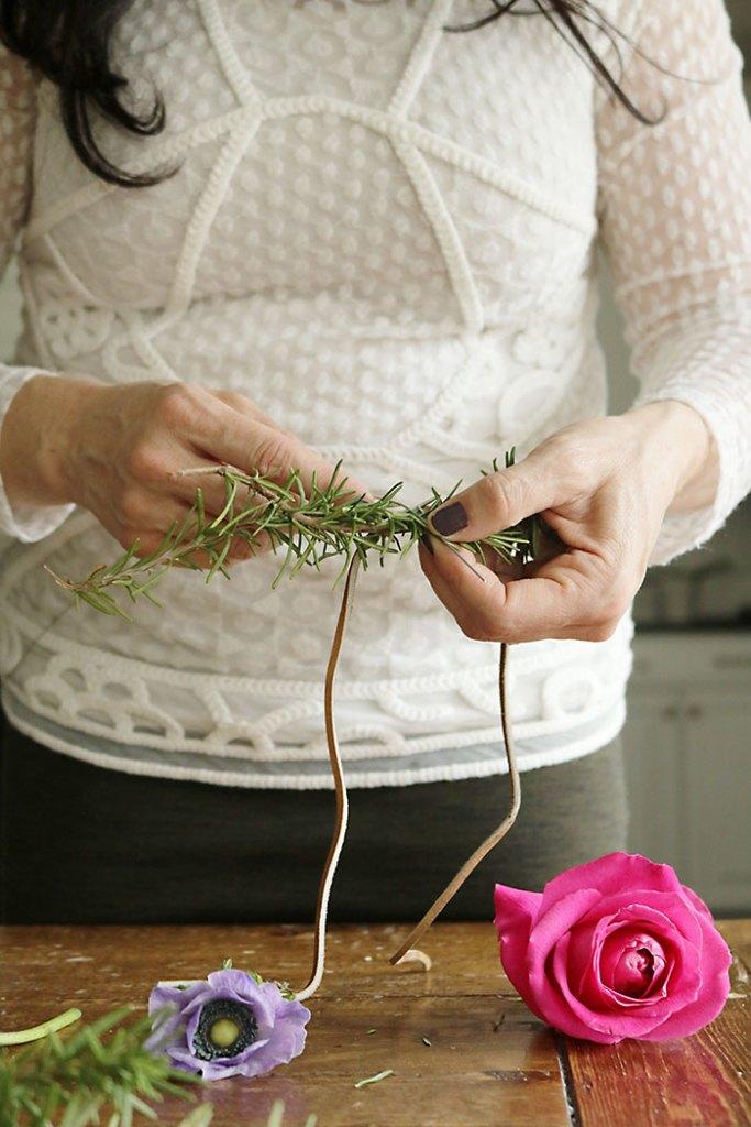 DIY-flower-crown-wrapping-leaves