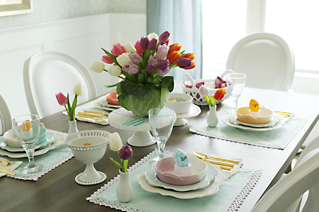 Easter-table-with-tulip-centerpiece