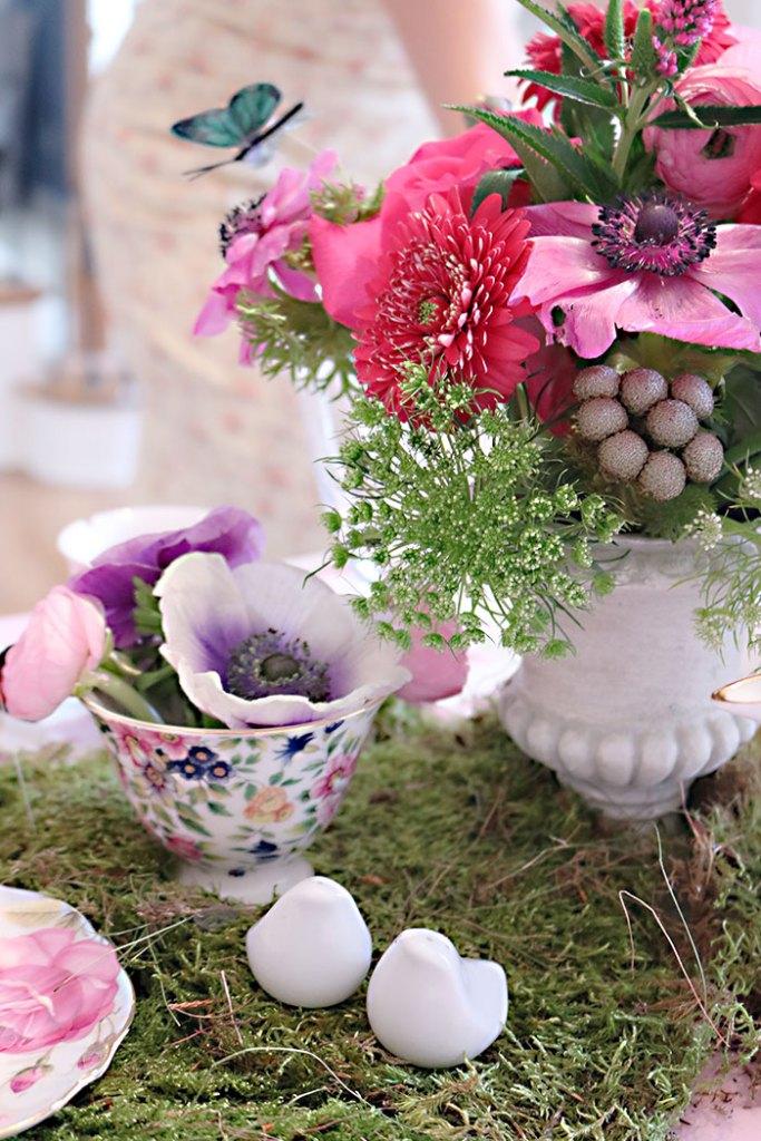 garden-party-flower-in-tea-cups