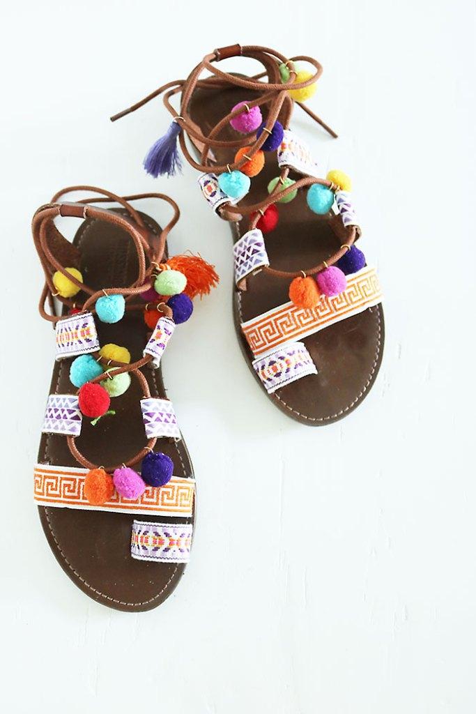DIY-pom-pom-sandal