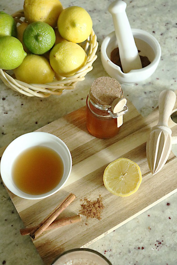lemons-and-honey-with-apple-cider, apple cider vinegar juice, raw apple cider, detox drink, freshly squeezed lemons, cinnamon, raw honey