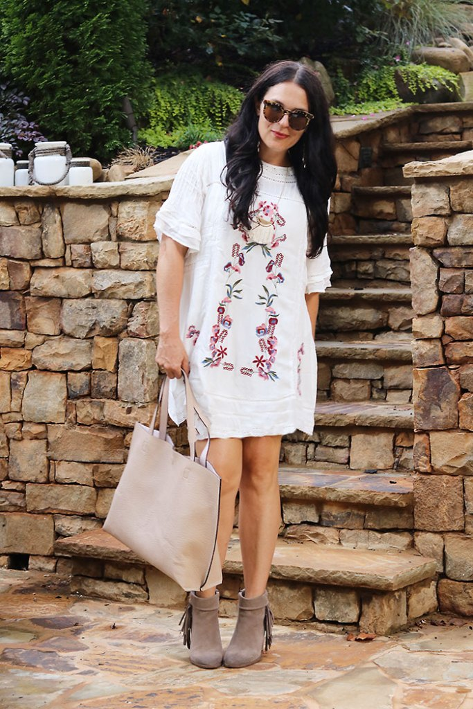 summer-white-dress-with-boots