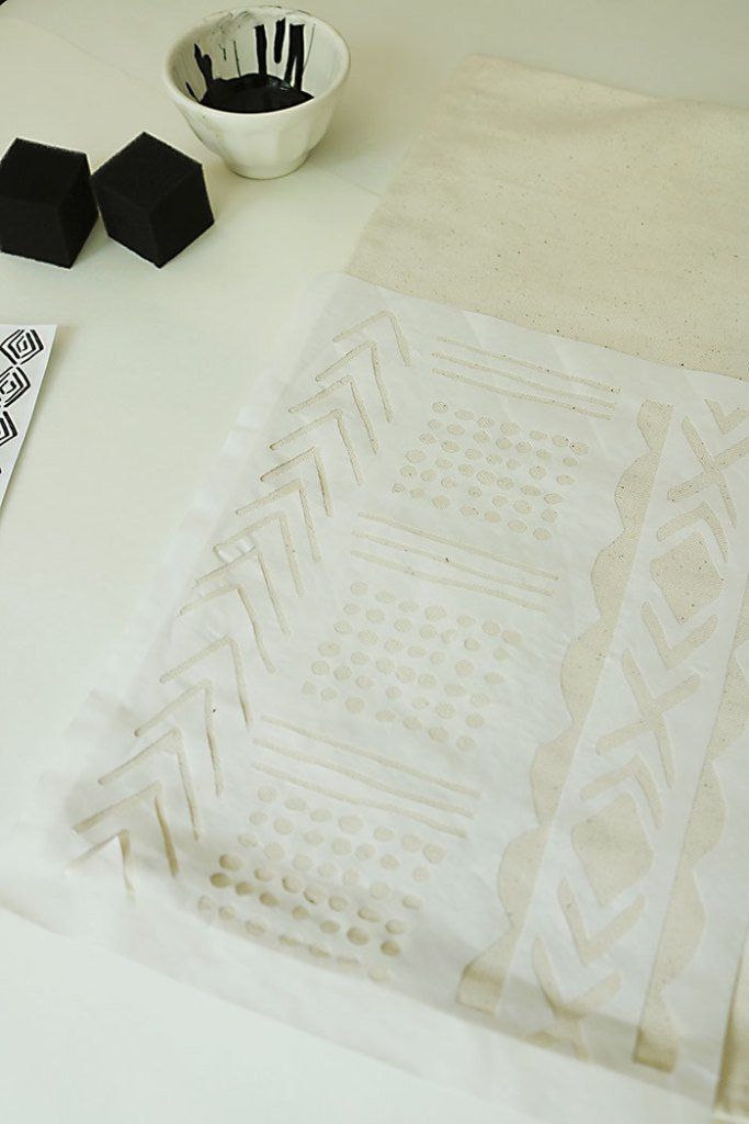 diy-mud-cloth-pillow-freezer-paper-stencil