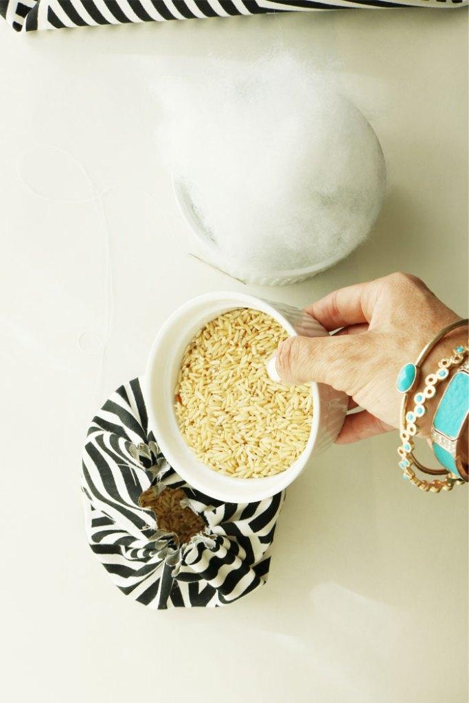 diy-fabric-pumpkin-pouring-rice