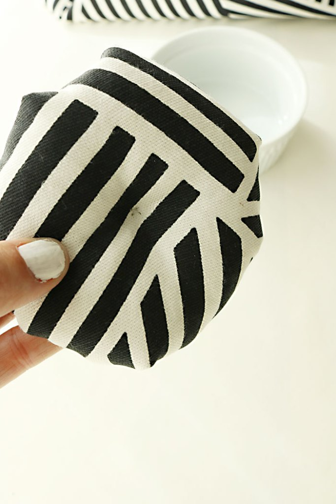 diy-fabric-pumpkins-sewing-in-the-middle