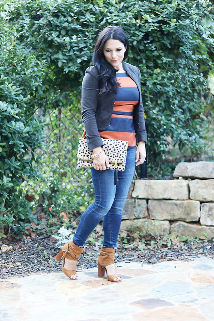 business-casual-with-jeans-and-heels, leopard clutch, suede open toe shoes, banana republic, jeans and blazer